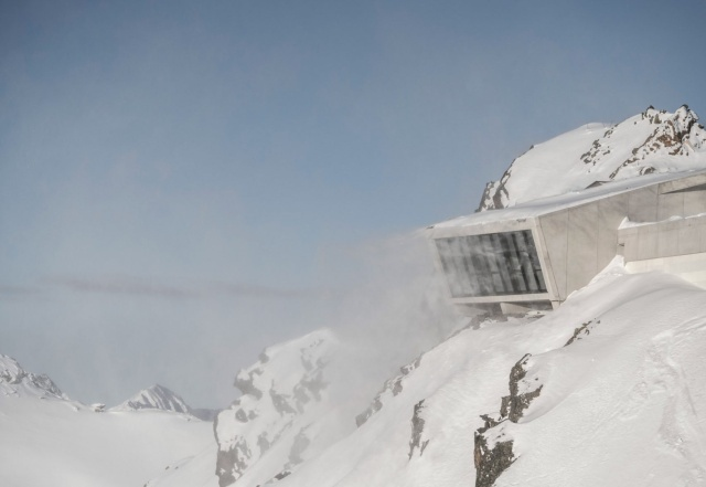 В австрийских Альпах был открыт музей Джеймса Бонда (10 фото)