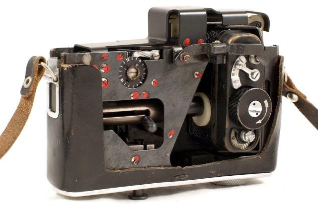 """Шпионская камера, замаскированная под фотоаппарат """"Зенит-Е"""" (6 фото)"""