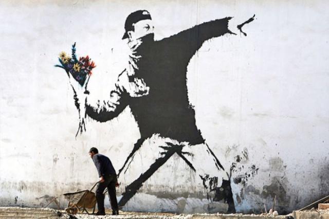 Бэнкси возмутился, что его работы представлены на платной выставке в Москве (2 фото)