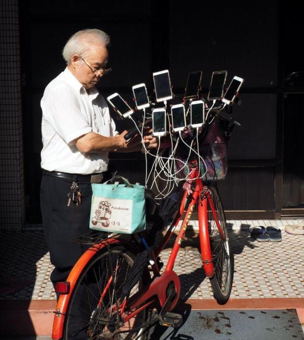 Пенсионер из Тайваня - гроза покемонов (6 фото)