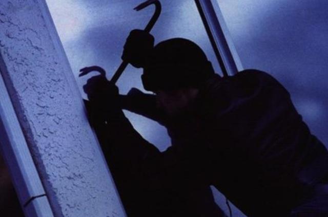 Парень украл у своей возлюбленной унитаз, когда узнал, что они расстаются (фото)