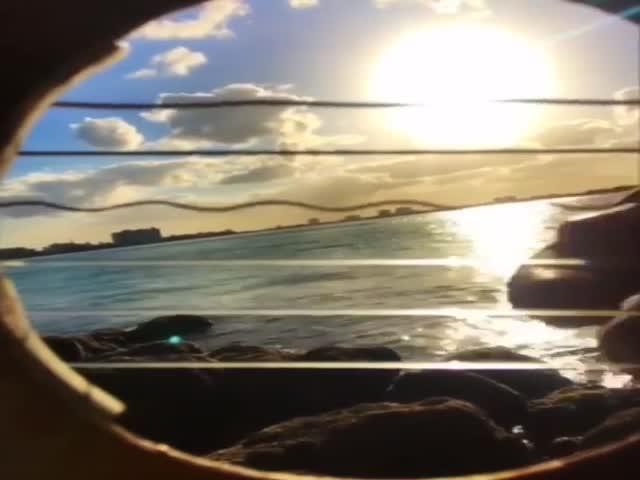 Акустическая гитара и закат на море. Что может быть лучше?