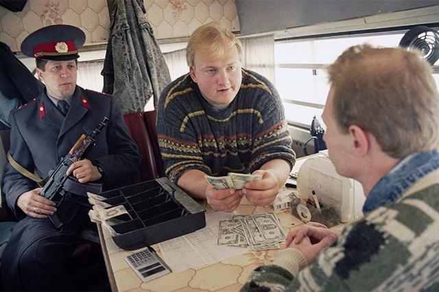 Тяжелые воспоминания о дефолте 1998 года (6 фото)