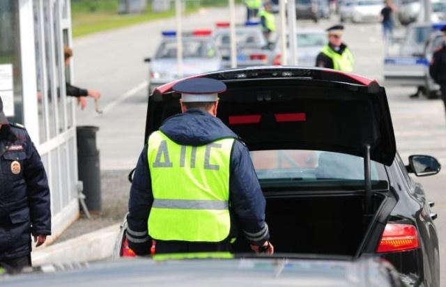 Что нужно знать в ситуации, когда инспектор ГИБДД просит вас открыть багажник (8 фото)