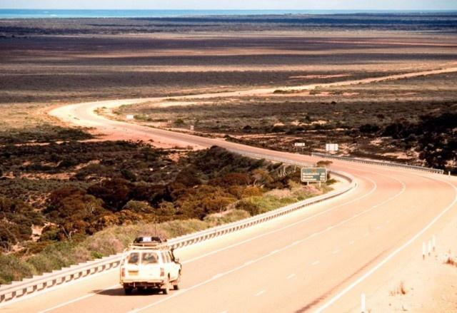 Шоссе Эйр - самая прямая и длинная дорога в мире (15 фото)