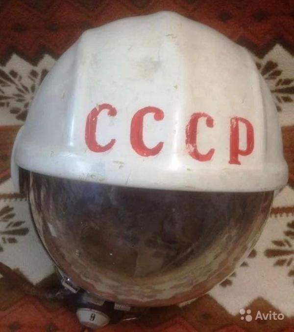 В сети выставили на продажу оригинальный шлем Юрия Гагарина (5 фото)