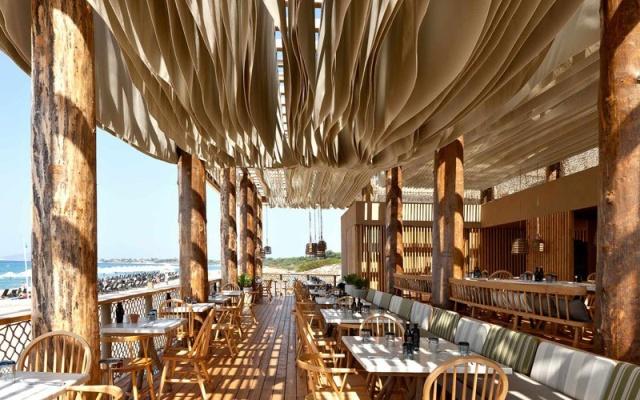 Необычный дизайн пляжного ресторана в Греции (6 фото + видео)