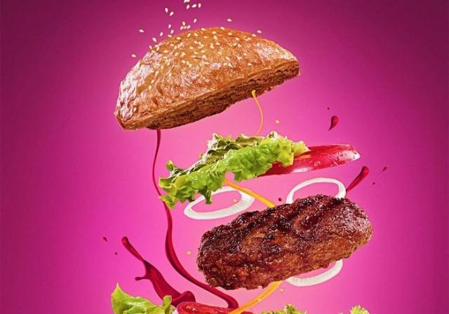 Аппетитный бургер для рекламного баннера (2 фото)