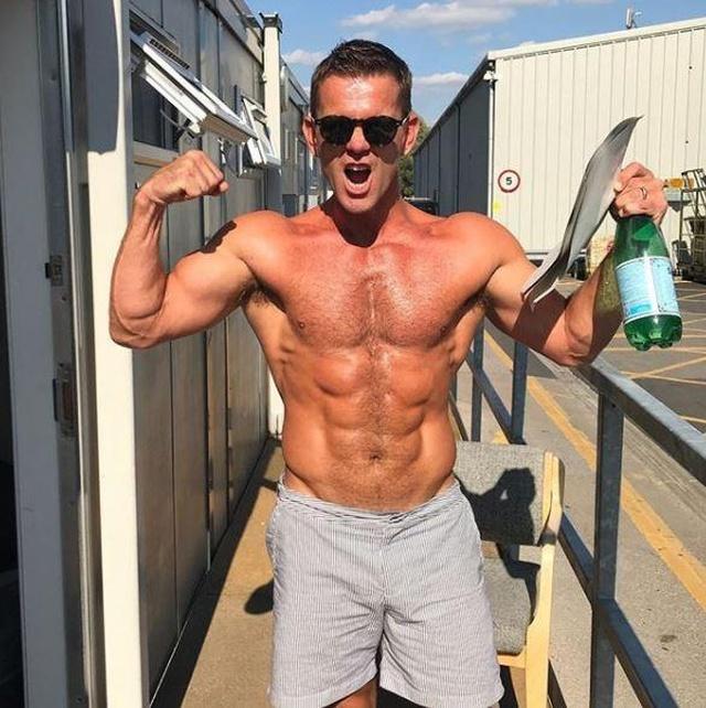 47-летний актер удивил всех своей физической формой (3 фото)