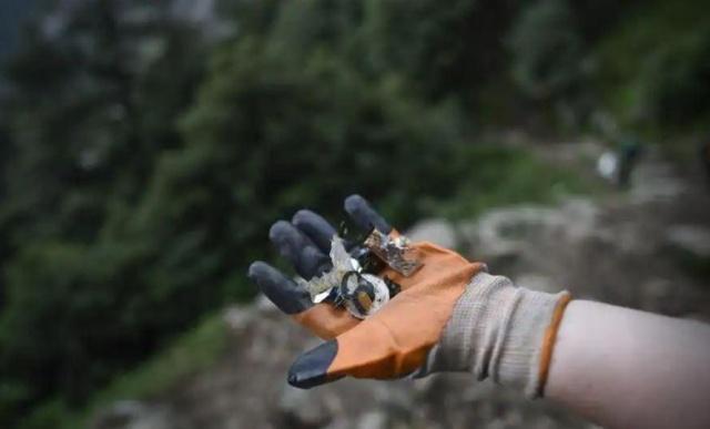 Волонтеры борются с экологической проблемой в Гималаях (10 фото)