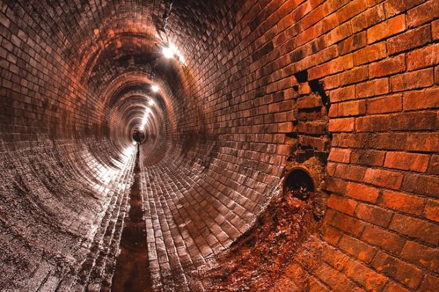 """Необычный музей """"старой канализации"""" в Праге (8 фото)"""