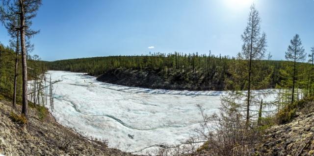 "На ""поиски зимы"" жарким летом в Якутии (17 фото)"