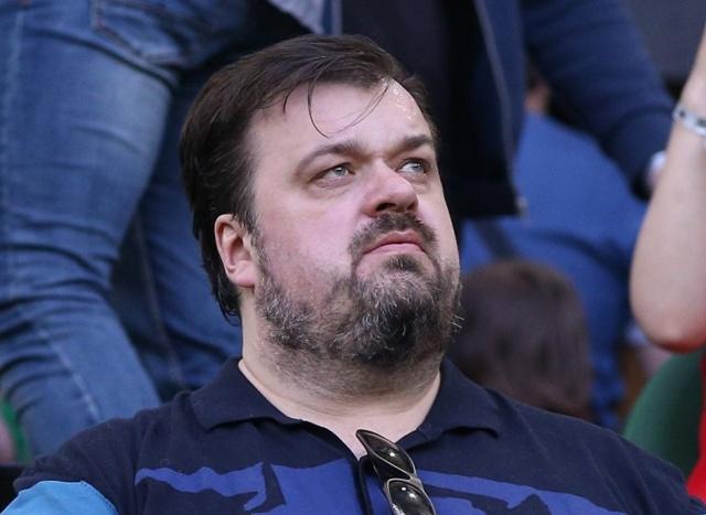 Василий Уткин отдал в благотворительный фонд средства, заработанные на ЧМ 2018 (2 фото)
