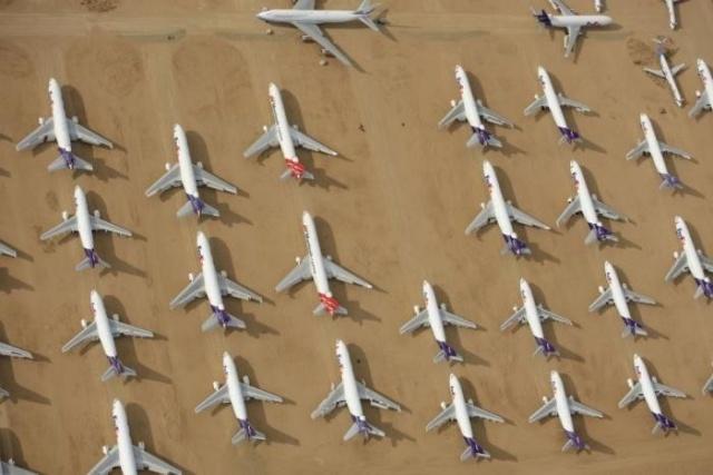 """""""Кладбище"""" автомобилей и самолетов в калифорнийской пустыне (7 фото)"""