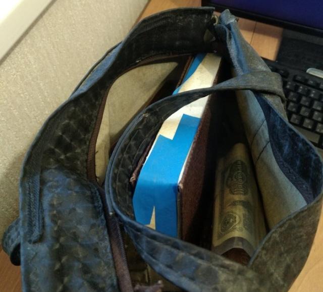 Старая бабушкина сумка, которая несколько лет пролежала в гараже (8 фото)