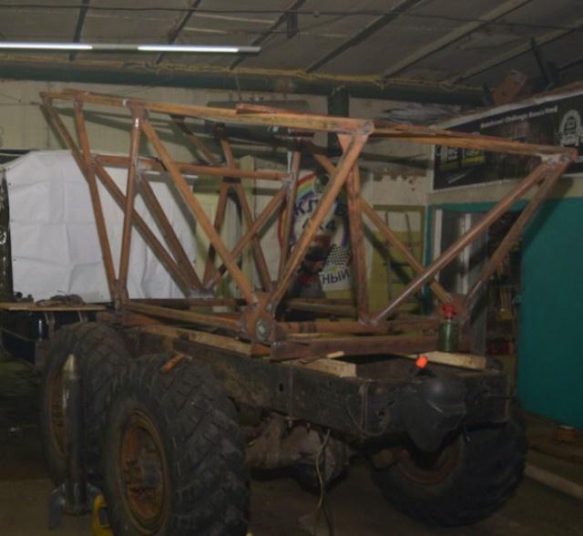 Преображение заброшенного грузовика ЗИЛ-157 (6 фото)