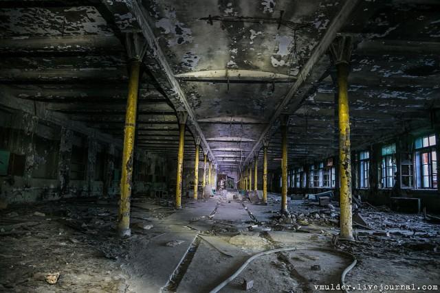 Заброшенные объекты неподалеку от Санкт-Петербурга (46 фото)