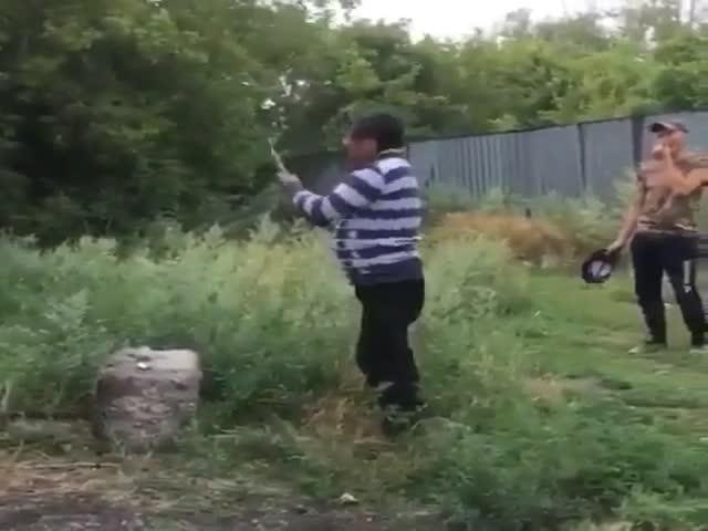 Ударил топором по баллону с монтажной пеной