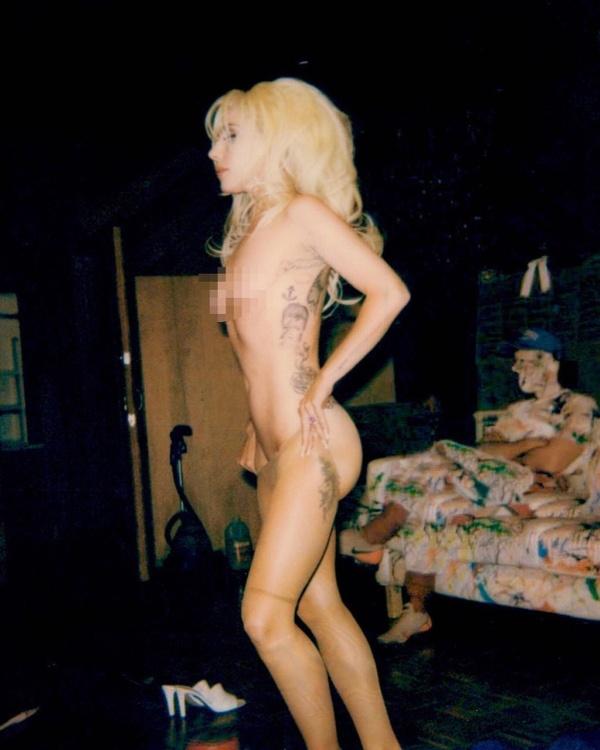 Леди Гага опубликовала в сети свои обнаженные фотографии (3 фото)