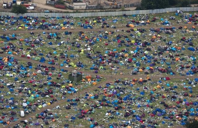 Последствия музыкального фестиваля в Рединге (8 фото)