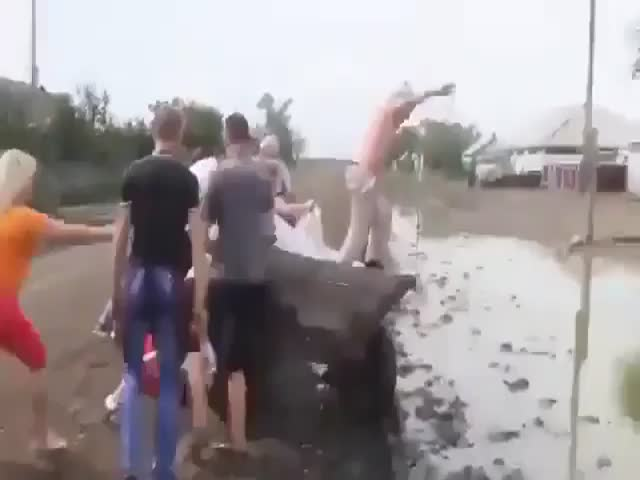 Свадебное купание в грязи