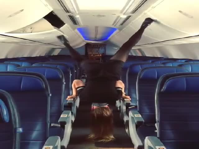 Когда стюардессе нечем заняться
