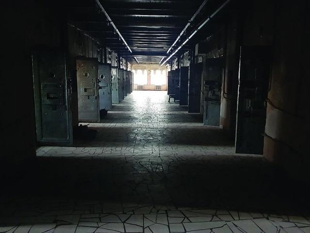 """Опустевшая тюрьма """"Кресты"""". Заключенных вывезли, а здание осталось (15 фото)"""