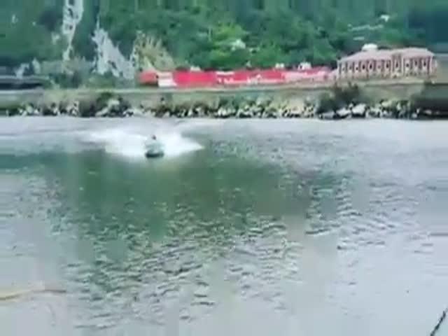 Лихач на лодке не рассчитал скорость