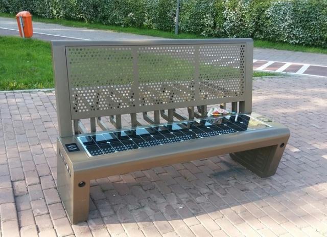 Высокотехнологичная скамейка в Астане (4 фото)
