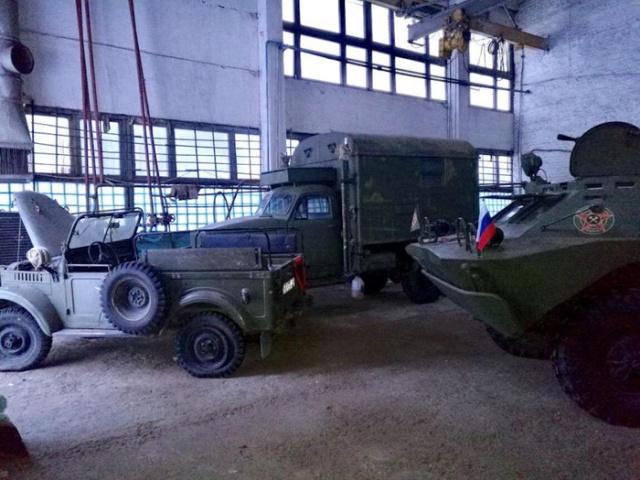 Реставрация советского автомобиля ГАЗ-69 (24 фото)