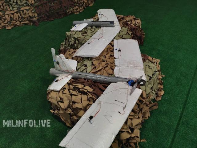 """На выставке """"Армия-2018"""" были показаны сбитые самодельные БПЛА сирийских боевиков (9 фото)"""