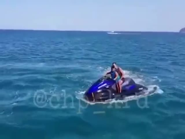 В Черном море взорвался гидроцикл, на котором катались туристы