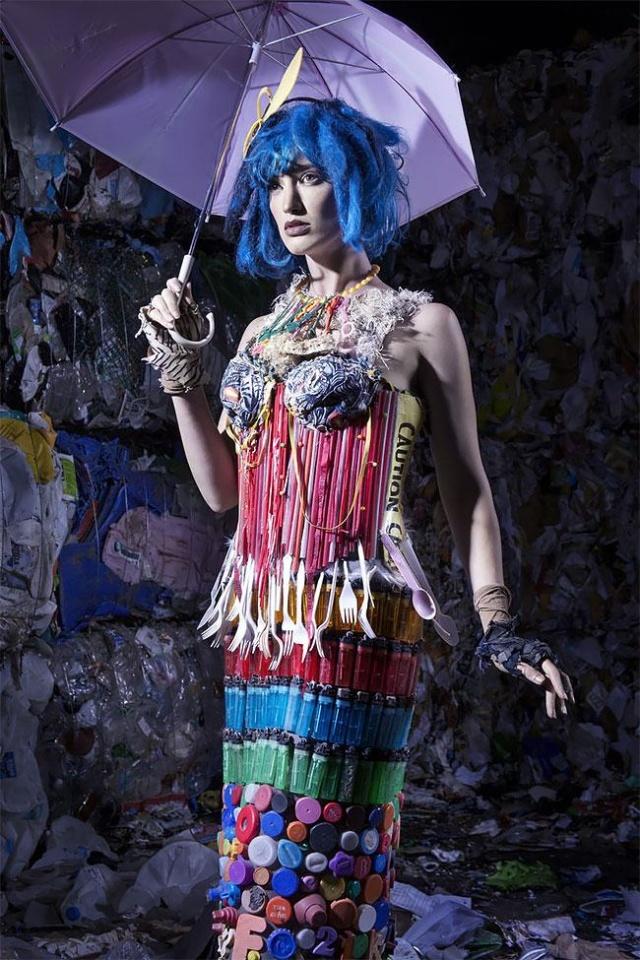 Одежда из мусора, собранного в Тихом океане (7 фото)