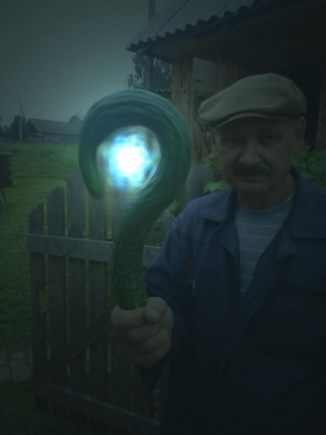 Огурец, ставший героем битвы фотошоперов (13 фото)