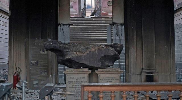 Экспонат Национального музея Бразилии, уцелевший при пожаре (2 фото)