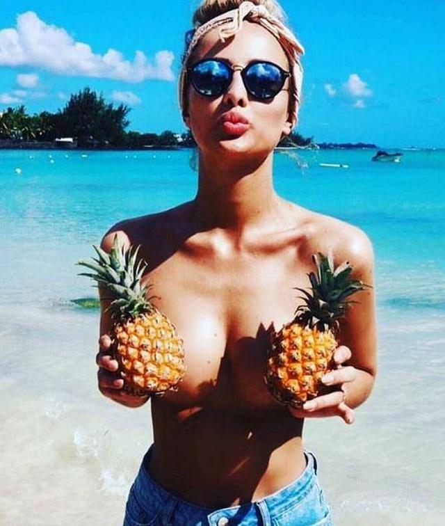 «Ананасовая грудь» - новый тренд в Instagram (25 фото)