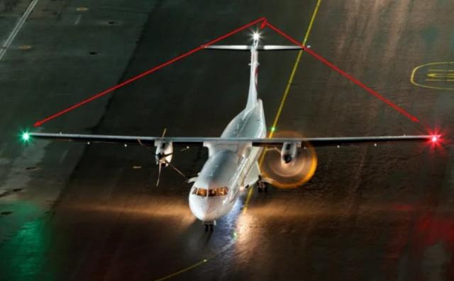 Зачем самолеты оснащают красными и зелеными огнями на крыльях (8 фото)