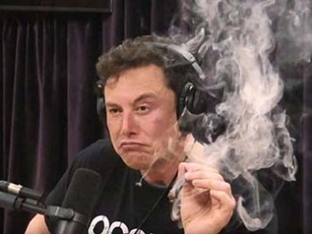 Илон Маск покурил марихуану во время прямого эфира