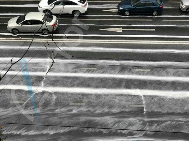 Дорожная разметка в Белгороде не пережила дождь (3 фото)