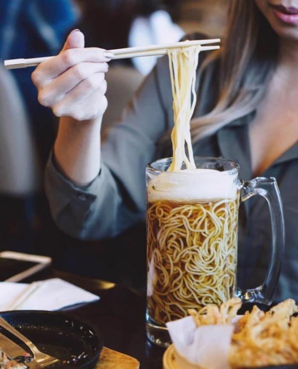 Необычное блюдо в японском ресторане (4 фото)