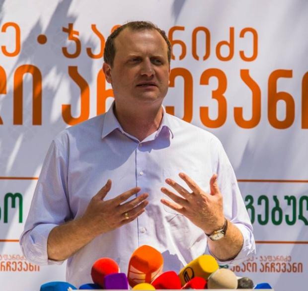 Кандидат в президенты Грузии разместил предвыборную кампанию на порносайте (2 фото)