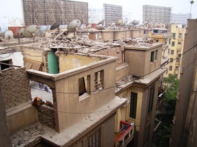 """Почему в Египте так много """"недостроенных"""" домов без крыш (3 фото)"""