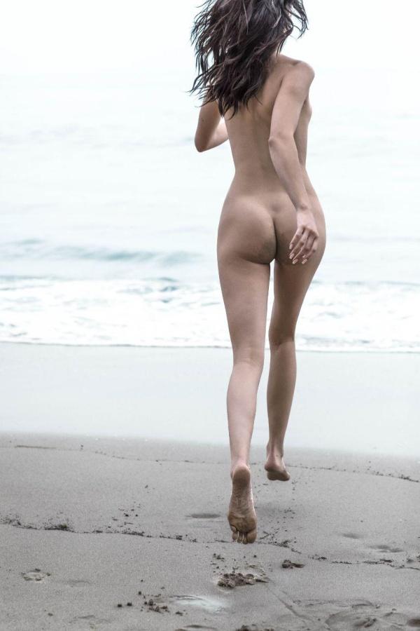 В сеть попали обнаженные фото Кендалл Дженнер (24 фото)