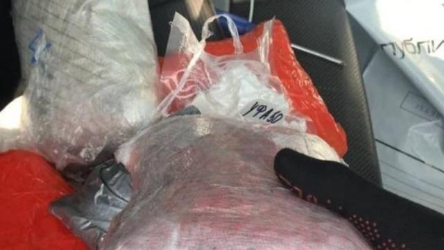 В Казани задержали двух мужчин, которые перевозили в пикапе 120 кг наркотиков (8 фото + видео)
