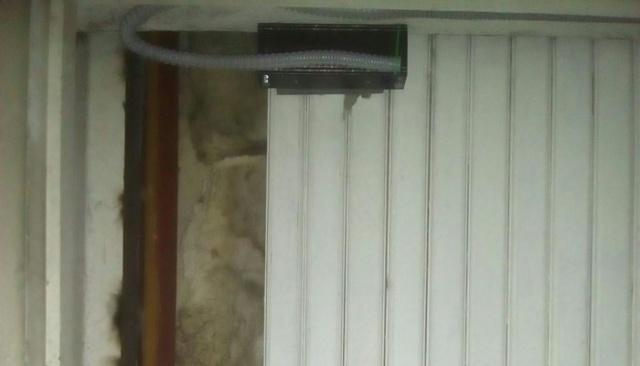 Логика и замки на запасном выходе из здания (3 фото)