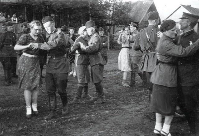 Почему советским солдатам добавляли бром в еду: откуда появились такие легенды (5 фото)