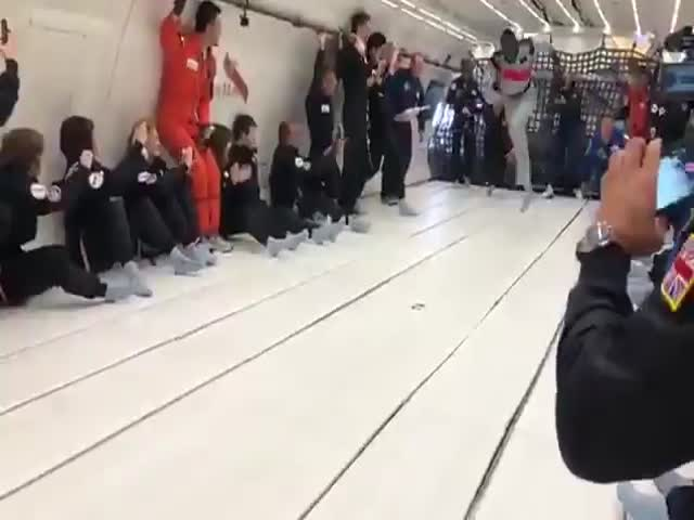 Усейн Болт посоревновался в беге с космонавтами в невесомости