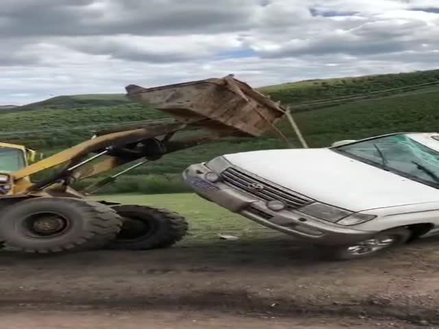 Неудачная попытка поставить внедорожник на колеса