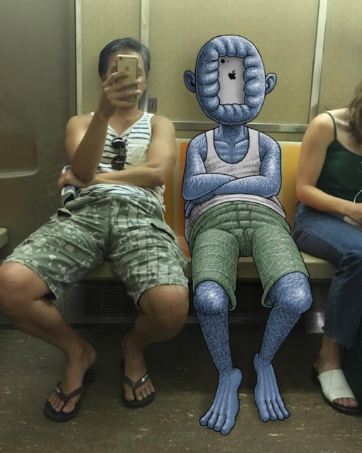 Забавные монстры, преследующие людей в метро (20 фото)