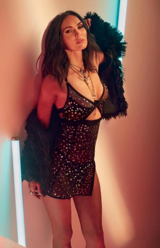 Меган Фокс показала свою коллекцию нижнего белья (7 фото)